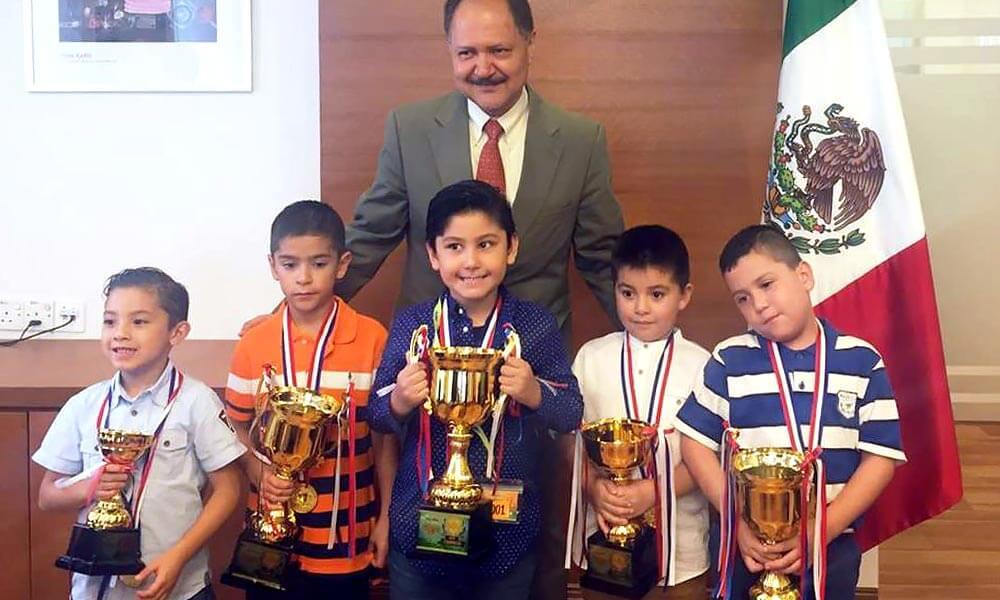 Ganadores de campeonato internacional de cálculo mental en la embajada de México en Malasia