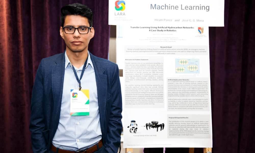 Hiram Eredín Ponce Espinosa expone Machine Learning para Google