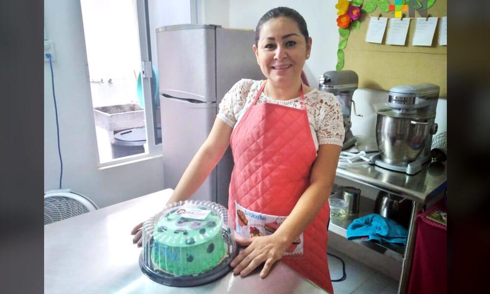 Lidia, la repostera de Sargufiestas, quien creó el pastel en forma de coronavirus
